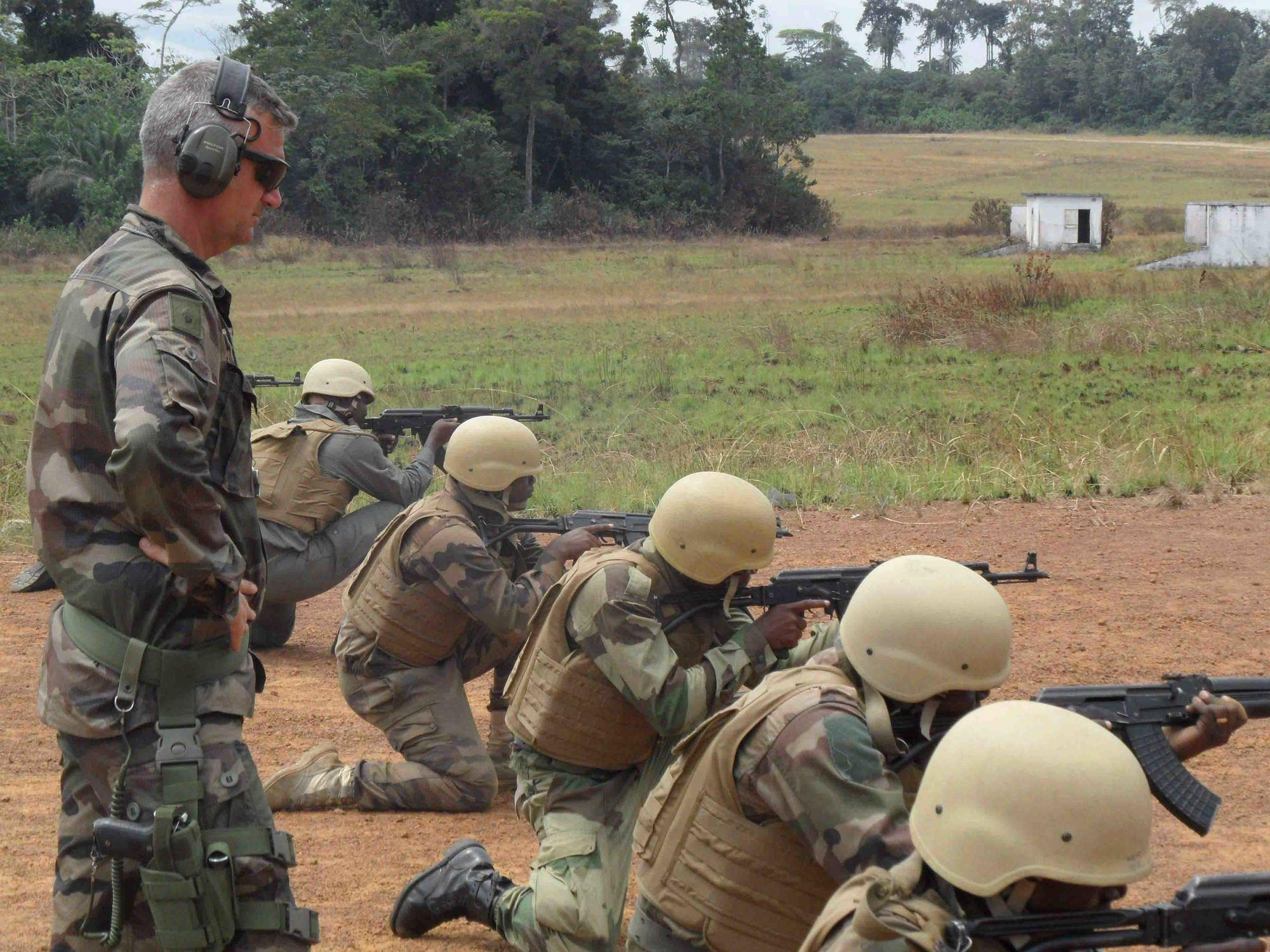 Armée du Gabon - Page 5 13a10d17