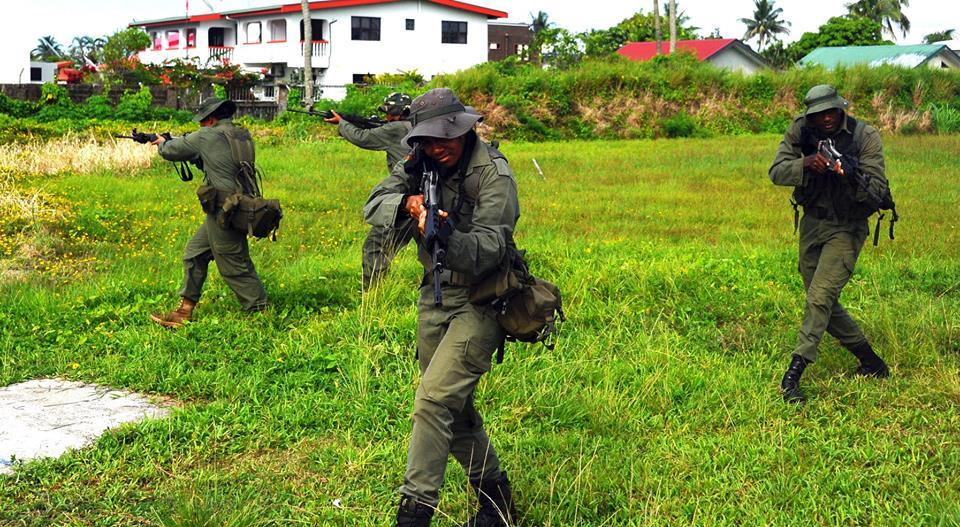 Les Forces militaires de la République des Fidji  /Republic of Fiji Military Forces (RFMF) 13a10d21