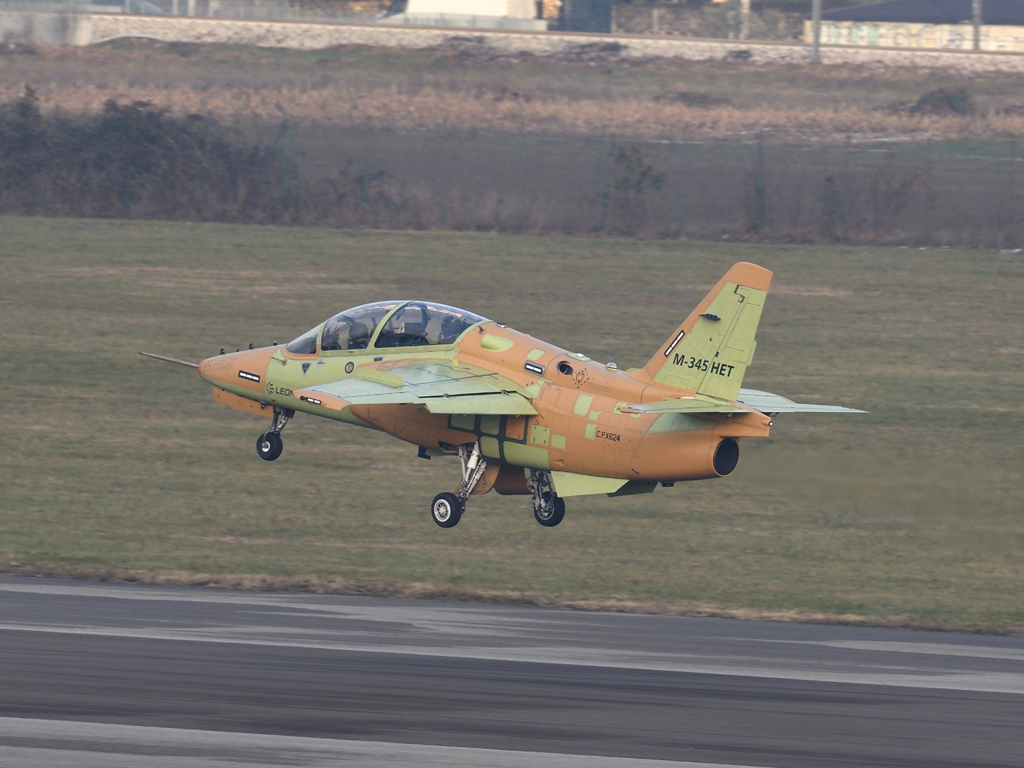 Aermacchi M-345HET (Trainer High Efficiency)  13a10e22