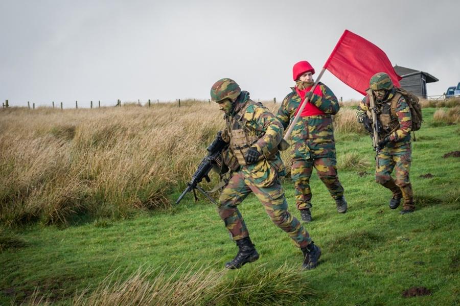 Armée Belge / Defensie van België / Belgian Army  - Page 18 13a410