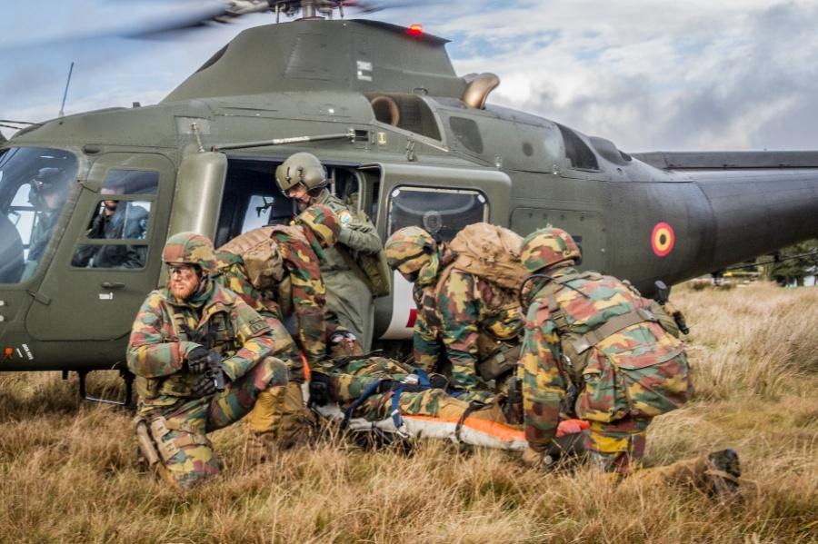 Armée Belge / Defensie van België / Belgian Army  - Page 18 13a510