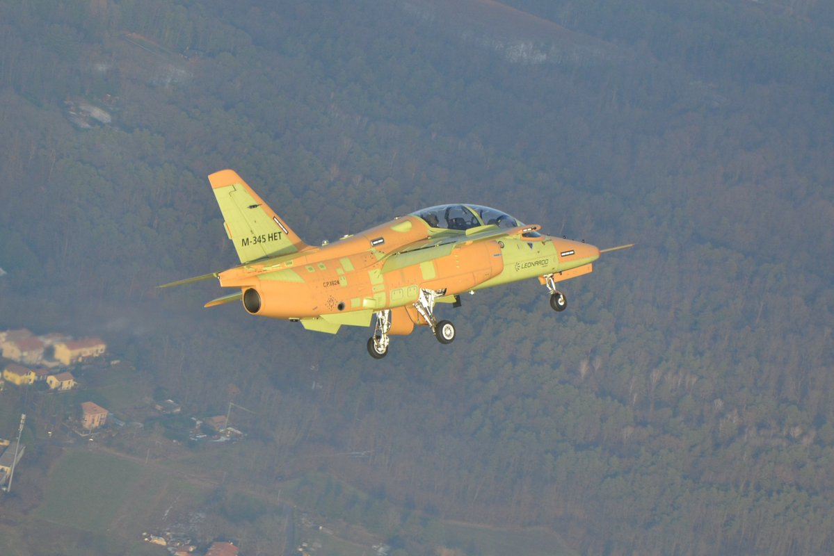 Aermacchi M-345HET (Trainer High Efficiency)  13a939