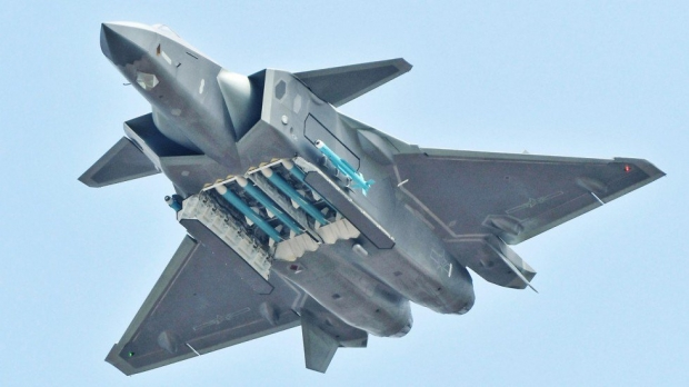 Chinese Chengdu J-20 stealth fighter - Page 7 15a215