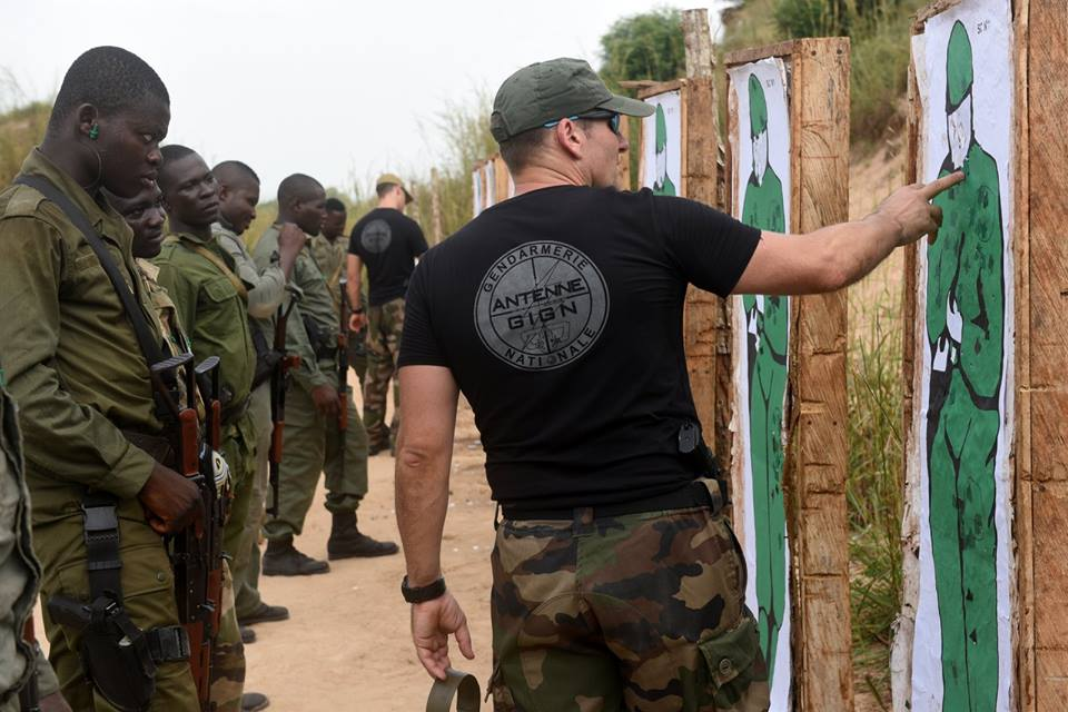 Forces Armées Togolaises / Togolese Armed Forces - Page 2 15a421