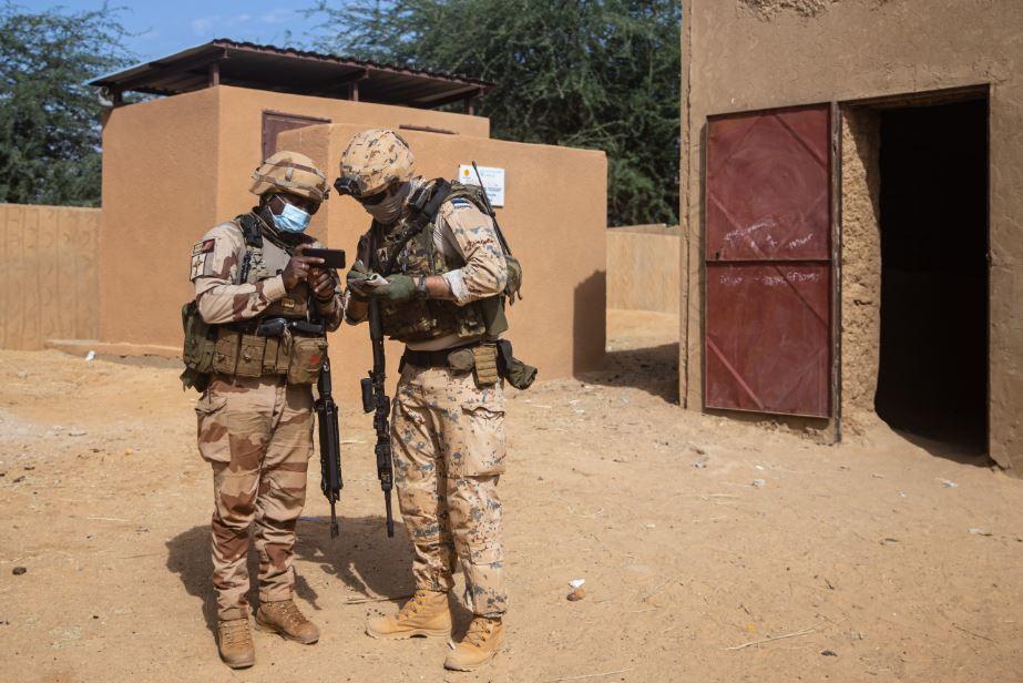 Intervention militaire au Mali - Opération Serval - Page 27 15b27
