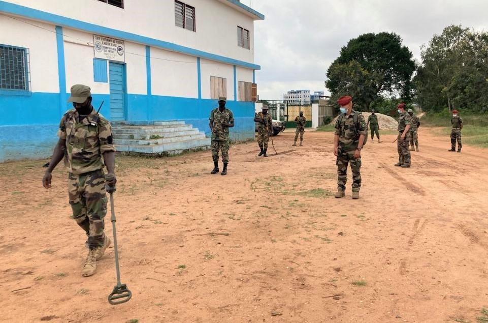 Forces Armées Togolaises / Togolese Armed Forces - Page 2 357