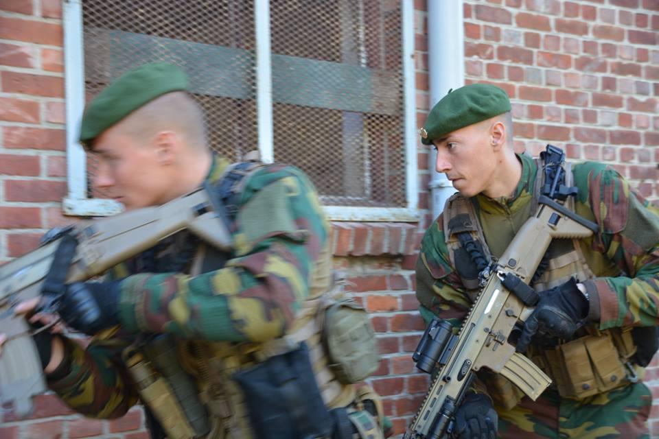 Armée Belge / Defensie van België / Belgian Army  - Page 17 3a23