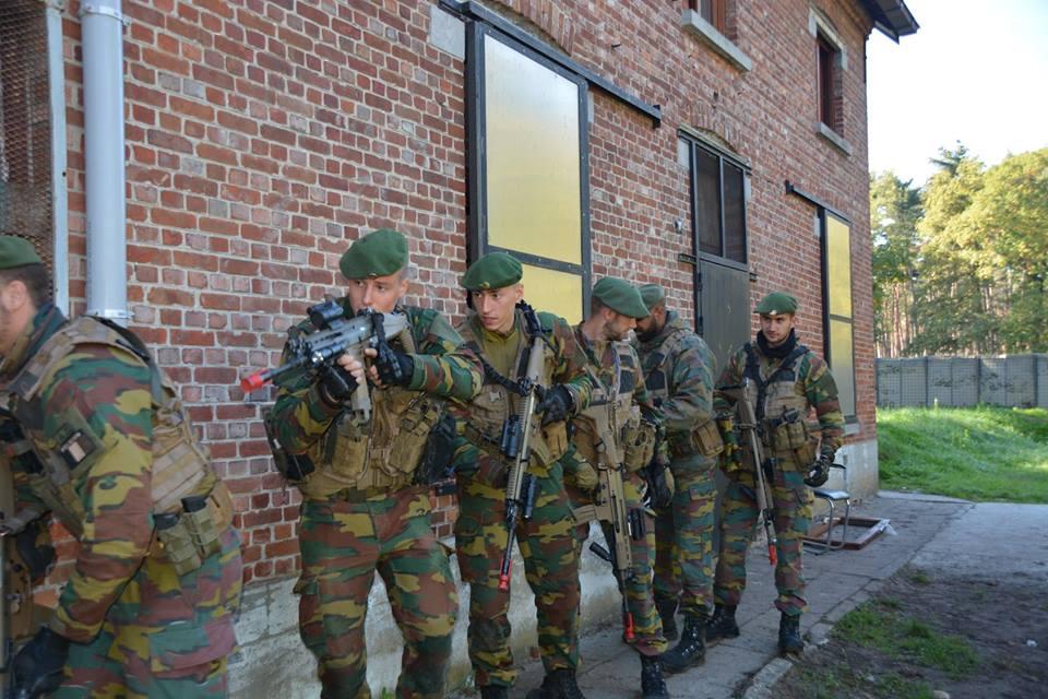Armée Belge / Defensie van België / Belgian Army  - Page 17 3b24