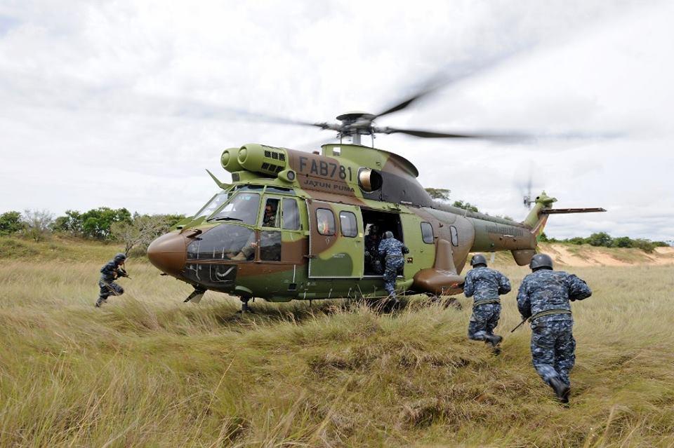 Armée bolivienne - Page 3 42104