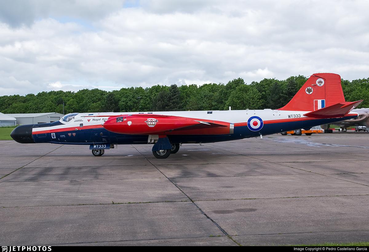 Photos d'avions militaires - Page 28 43b18