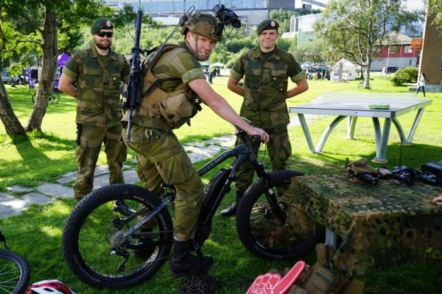 Armée norvegienne/Norwegian Armed Forces - Page 12 44148