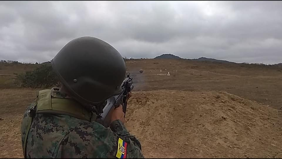 Armée Equatorienne/Fuerzas Armadas del Ecuador - Page 5 4497
