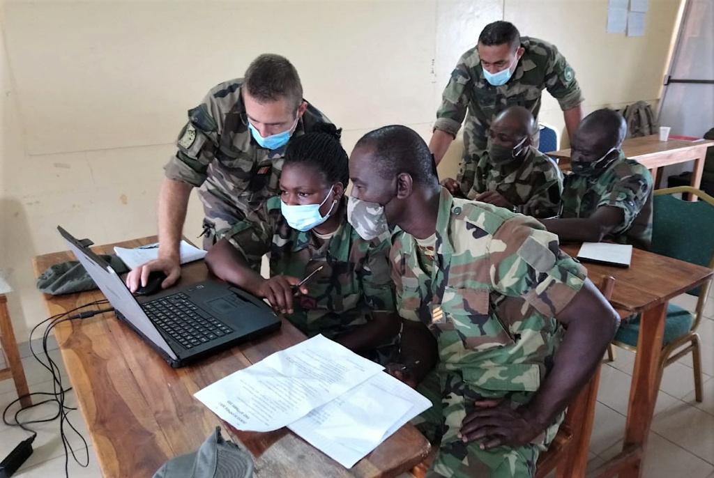 Forces Armées Togolaises / Togolese Armed Forces - Page 2 457