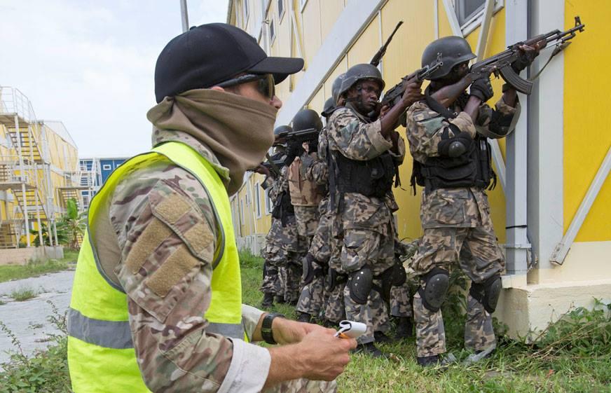 Les Forces de défense et de sécurité de Côte d'Ivoire - Page 5 4811