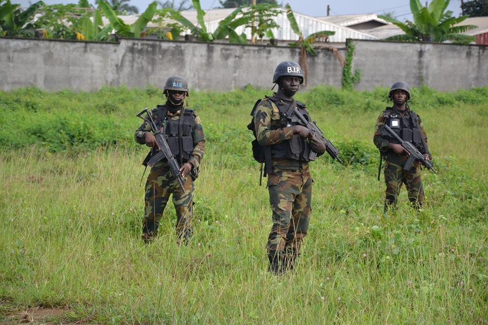 Forces Armées Camerounaises - Page 7 4937