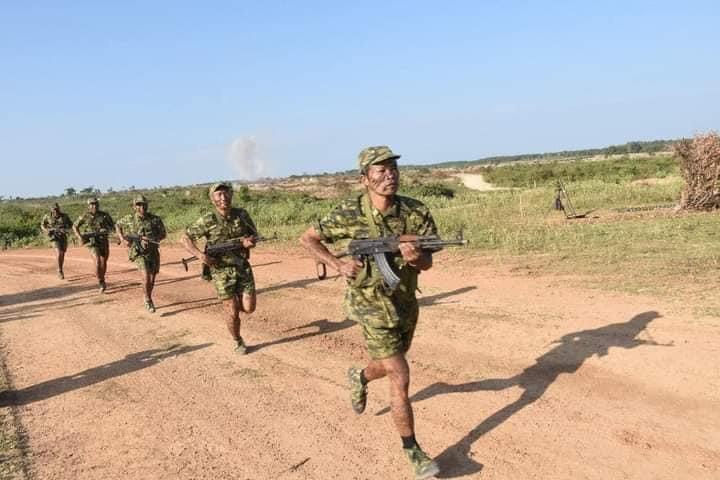 L'Armée populaire lao / forces armées du Laos 8111