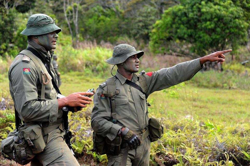 Les Forces militaires de la République des Fidji  /Republic of Fiji Military Forces (RFMF) 9c10