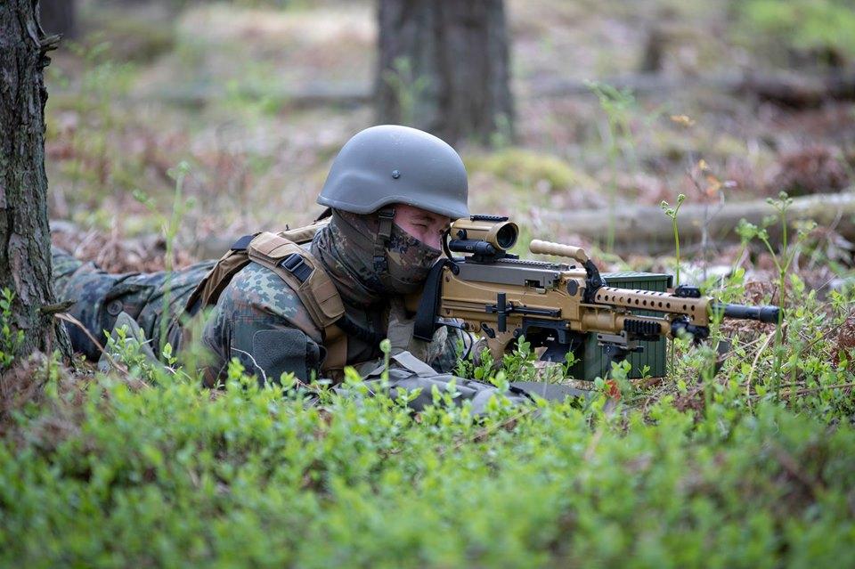 Armée Allemande (Bundeswehr) - Page 9 _11djp39