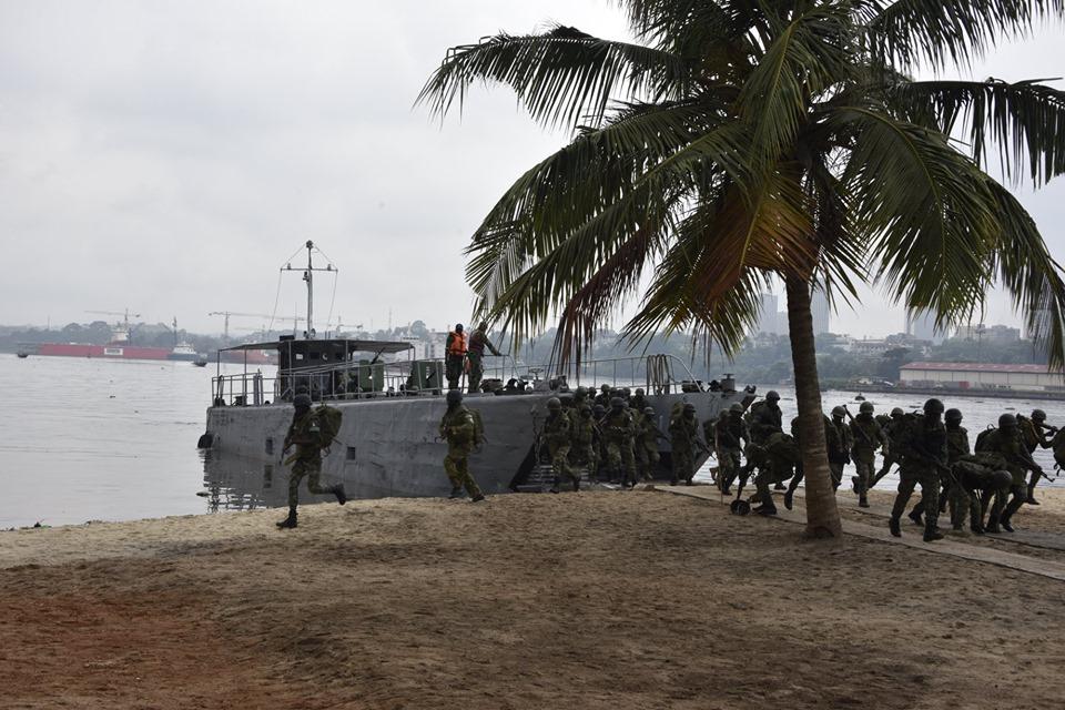 Les Forces de défense et de sécurité de Côte d'Ivoire - Page 6 _12a031