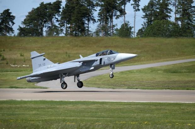 Saab: présentation du futur Gripen - Page 3 _12a148