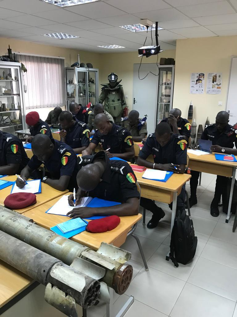 Armée Sénégalaise - Page 10 _12a420