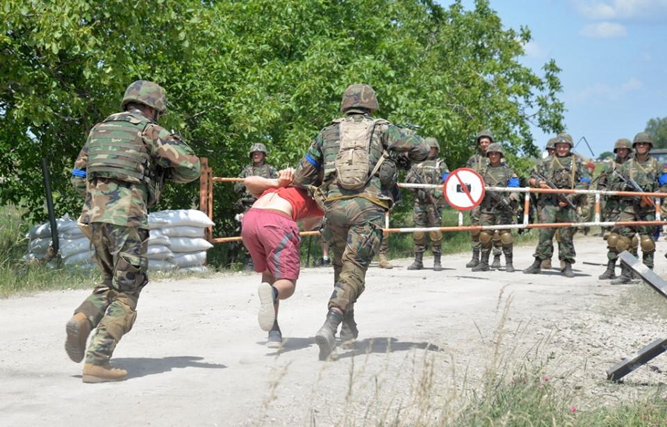 Forces armées moldaves - Page 2 _12a455