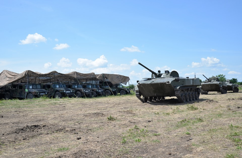 Forces armées moldaves - Page 2 _12b129