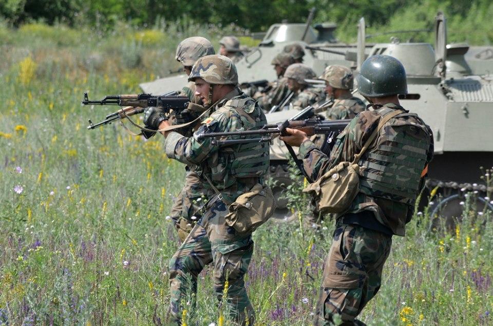 Forces armées moldaves - Page 2 _12b220