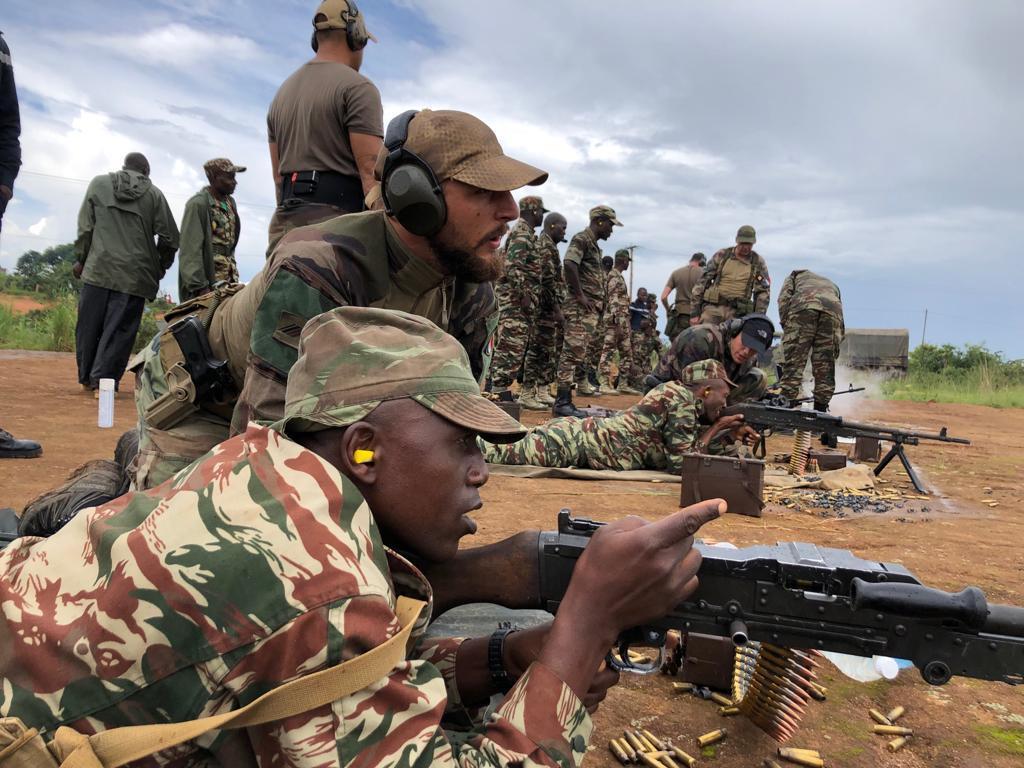 Forces Armées Camerounaises - Page 7 _12b379