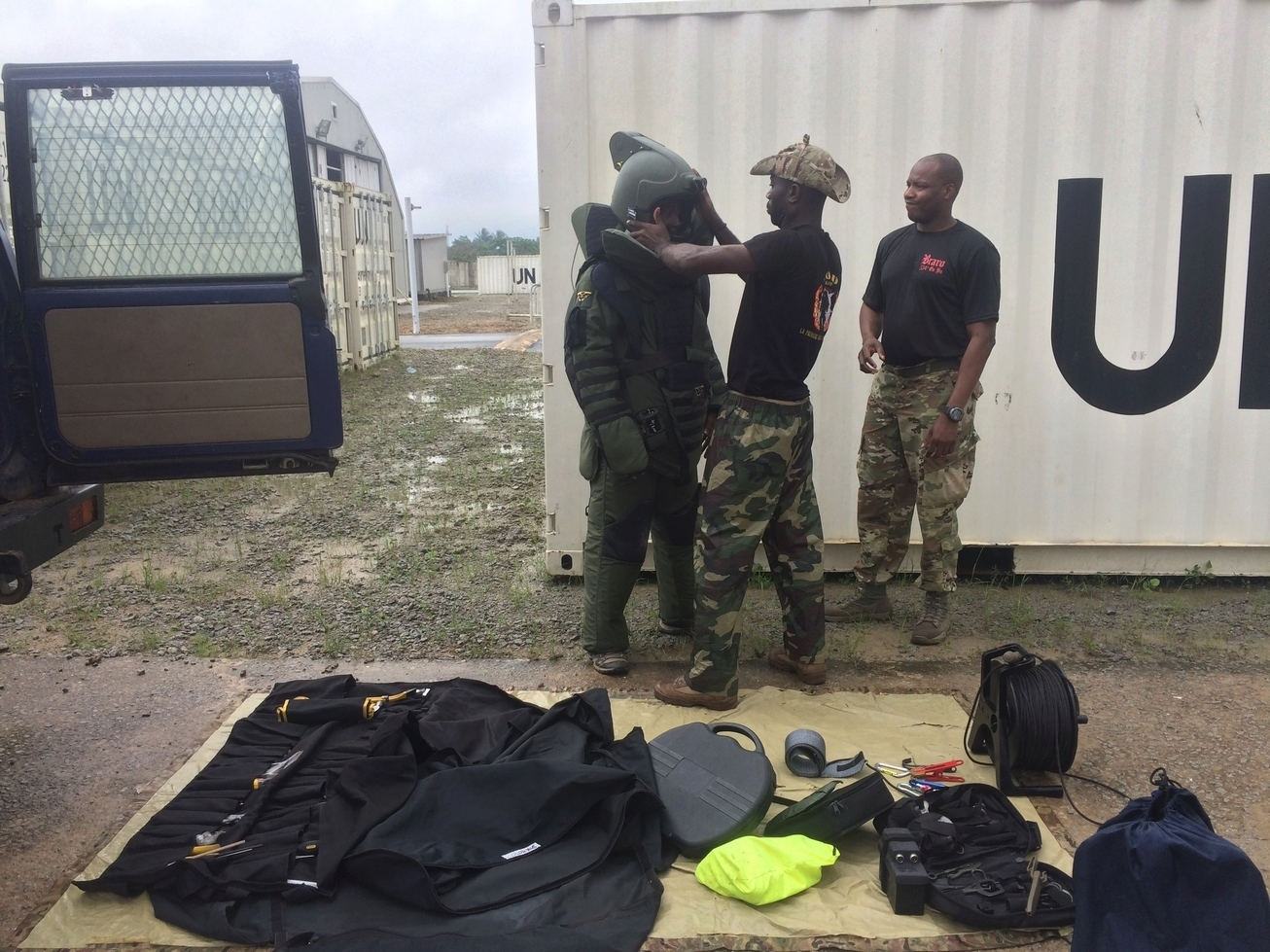 Les Forces de défense et de sécurité de Côte d'Ivoire - Page 6 _12b425