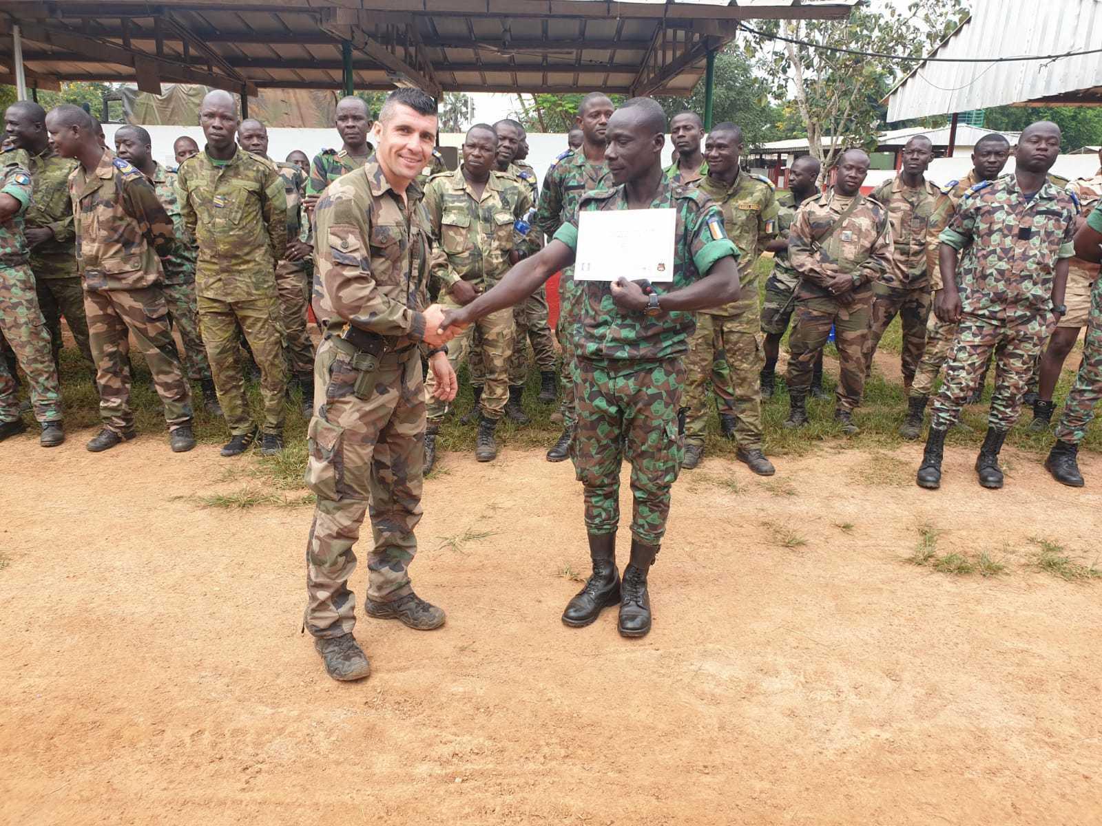 Les Forces de défense et de sécurité de Côte d'Ivoire - Page 6 _12b464