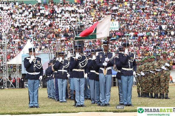 L'armée de Madagascar. - Page 3 _12b522