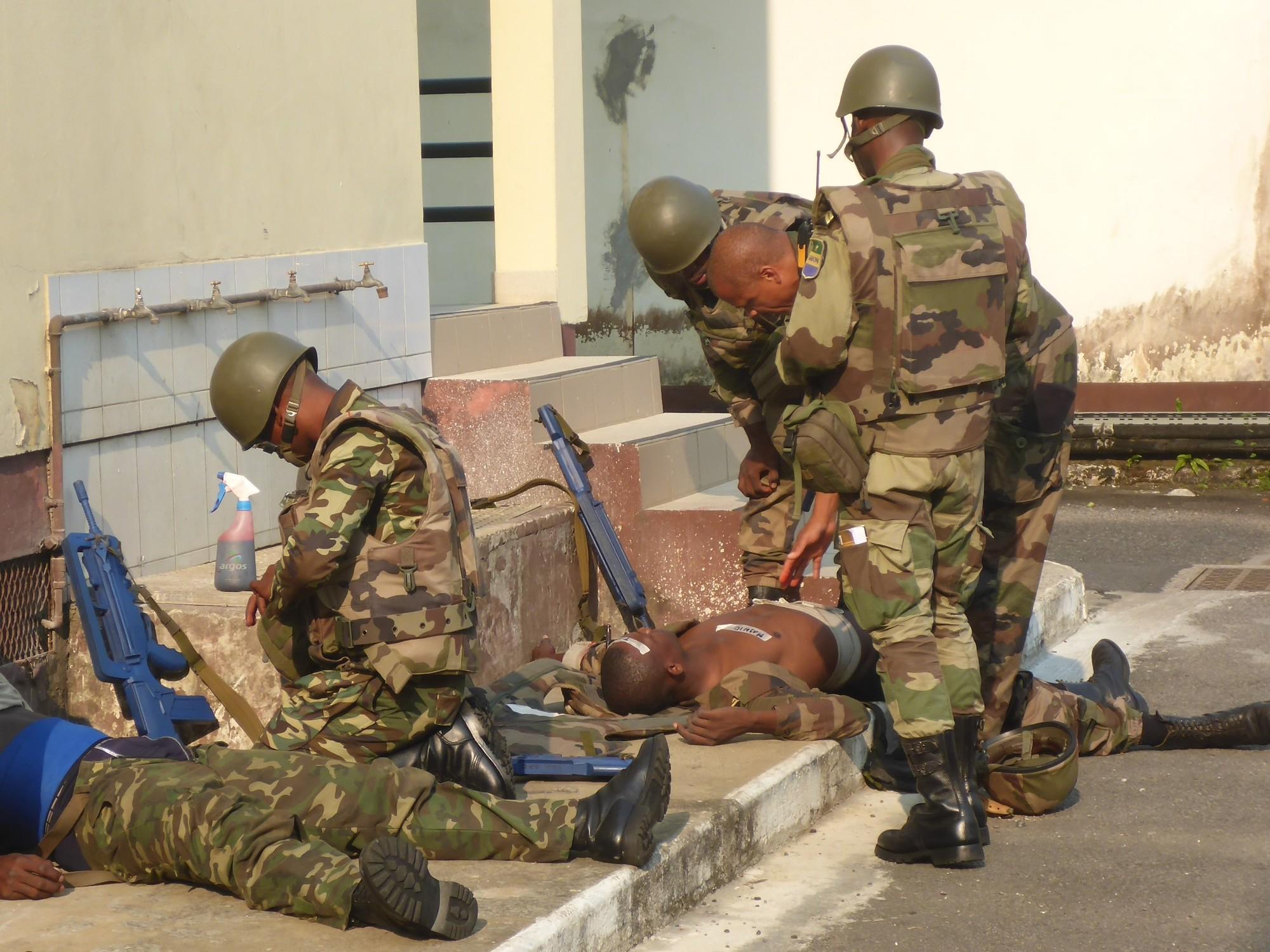 Armée du Gabon - Page 5 _12b581