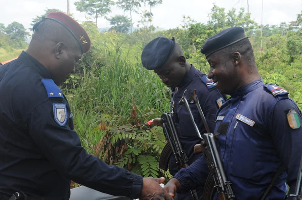 Les Forces de défense et de sécurité de Côte d'Ivoire - Page 6 _12c10