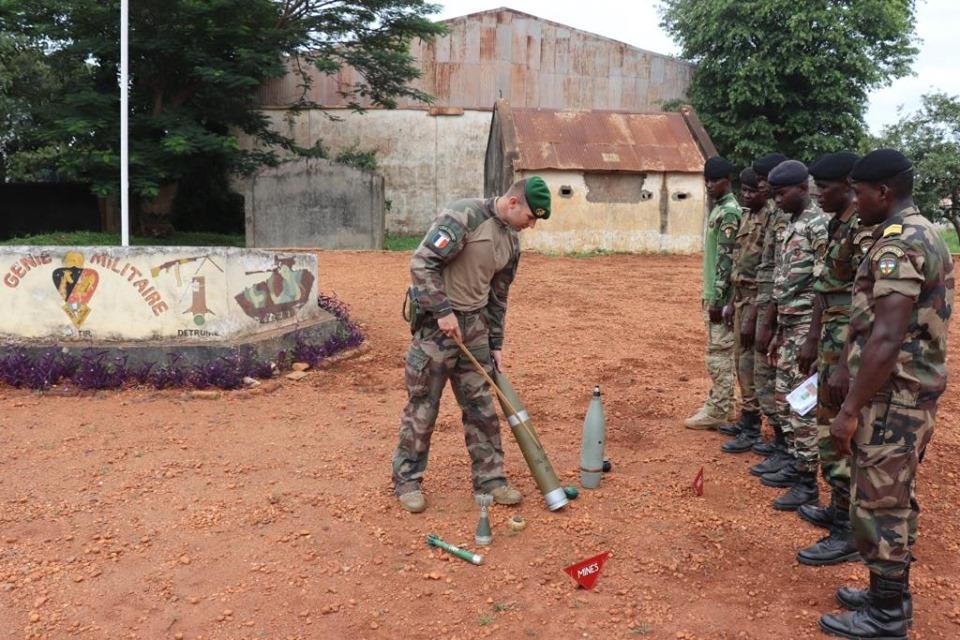 Armées de la République centrafricaine  - Page 9 _12c2125