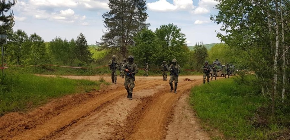 Forces armées albanaises - Page 2 _12c34