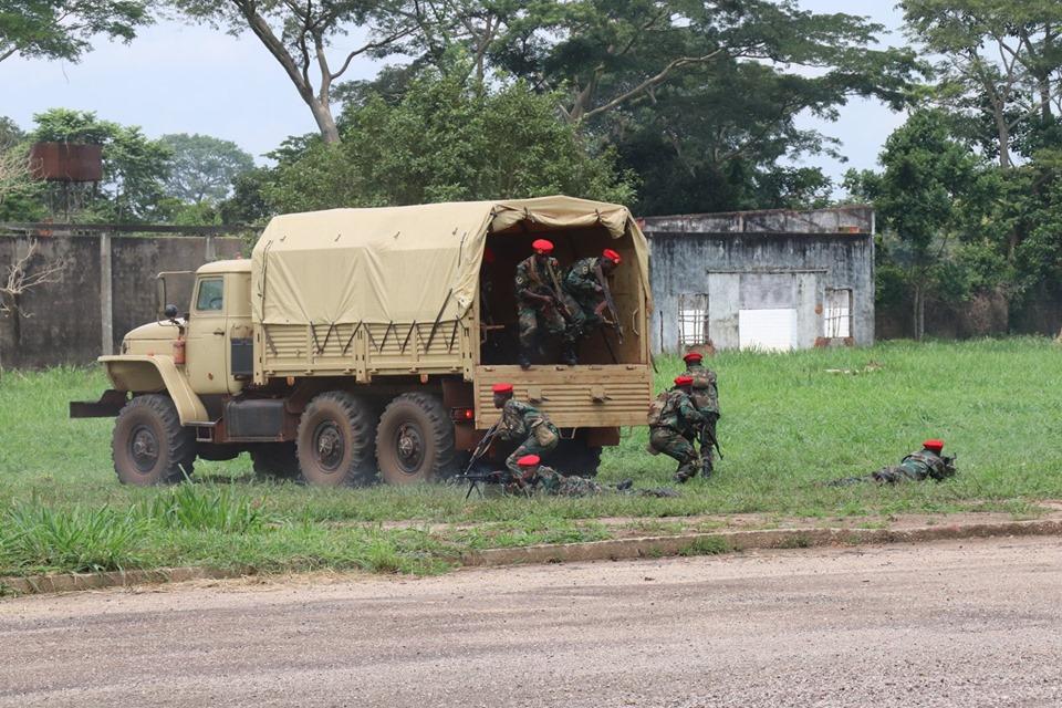 Armées de la République centrafricaine  - Page 9 _12d66