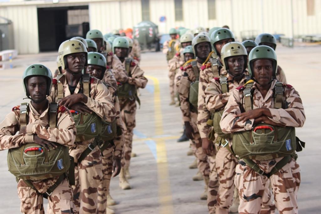 Armée Tchadienne - Page 7 _12e2101