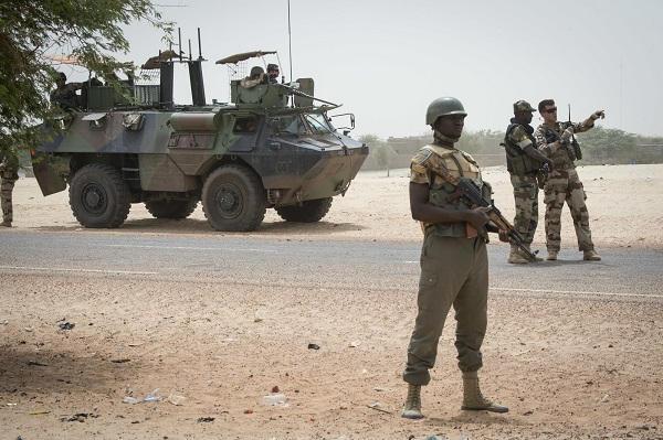 Intervention militaire au Mali - Opération Serval - Page 21 _12e2103