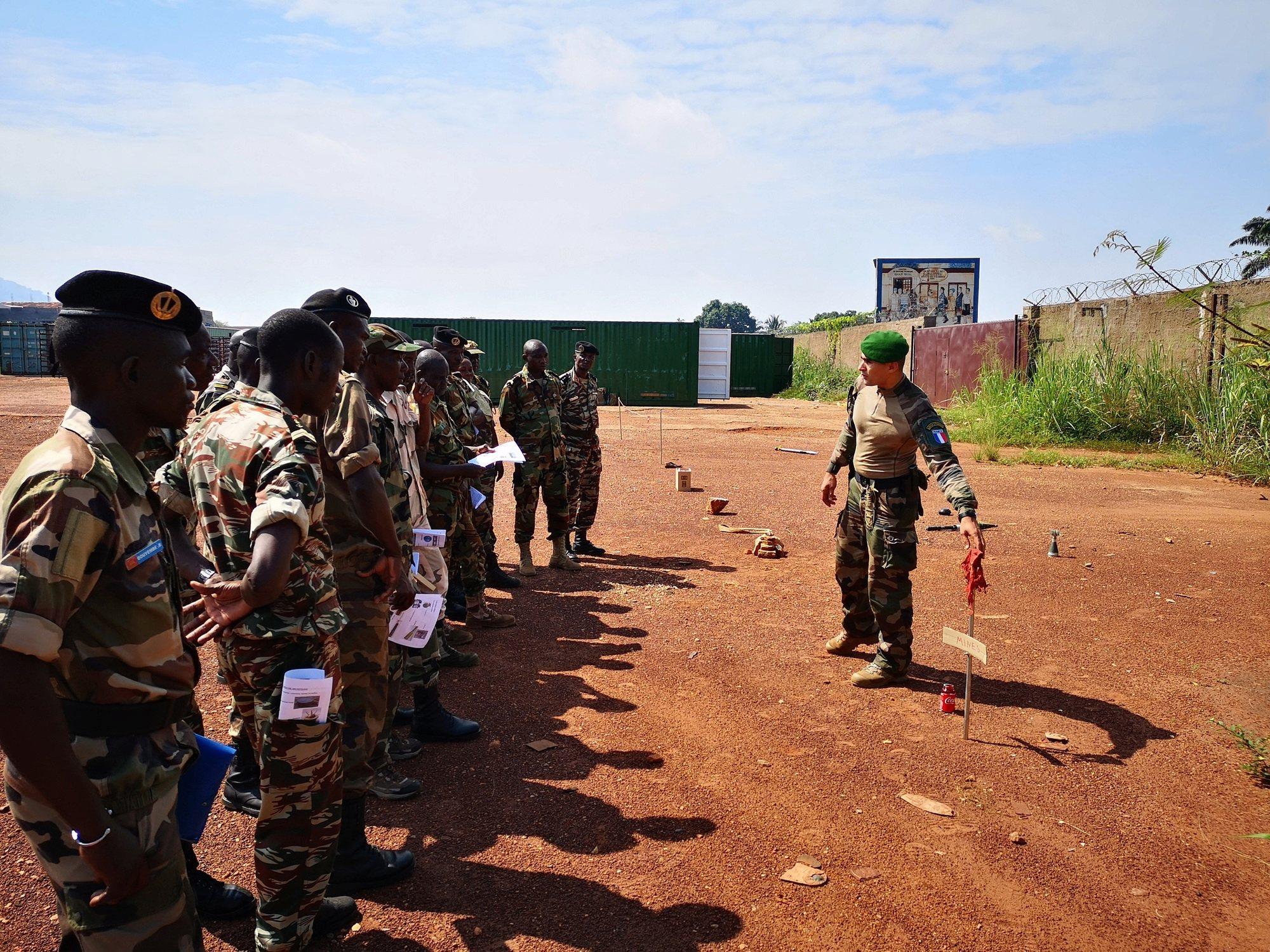 Armées de la République centrafricaine  - Page 10 _12e327