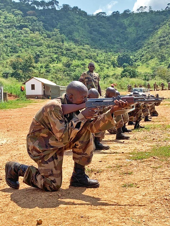 Armées de la République centrafricaine  - Page 9 _12e65