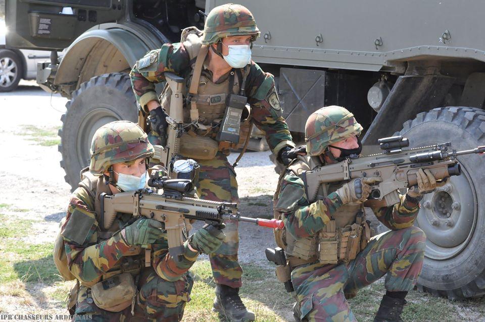 Armée Belge / Defensie van België / Belgian Army  - Page 24 _12f1075
