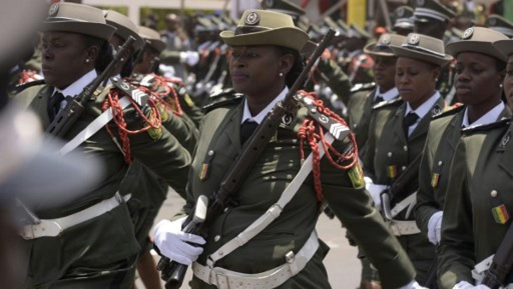 soldates du monde en photos - Page 8 _12f141