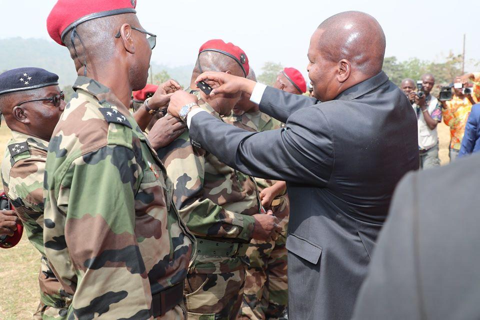 Armées de la République centrafricaine  - Page 10 _12f2140