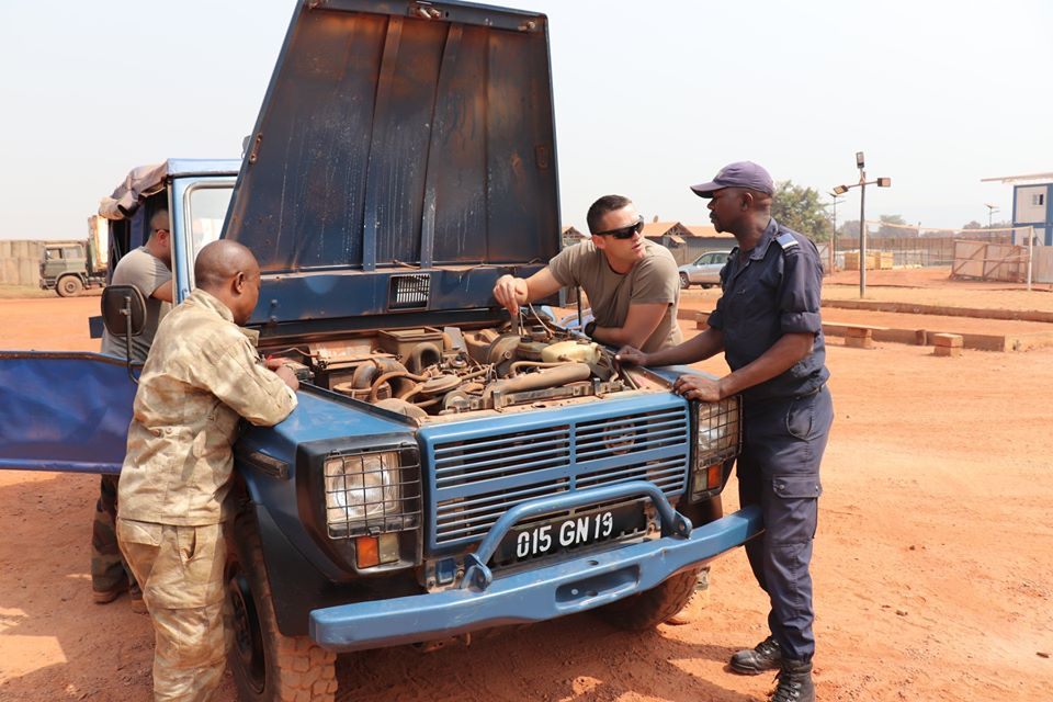 Armées de la République centrafricaine  - Page 10 _12f2194