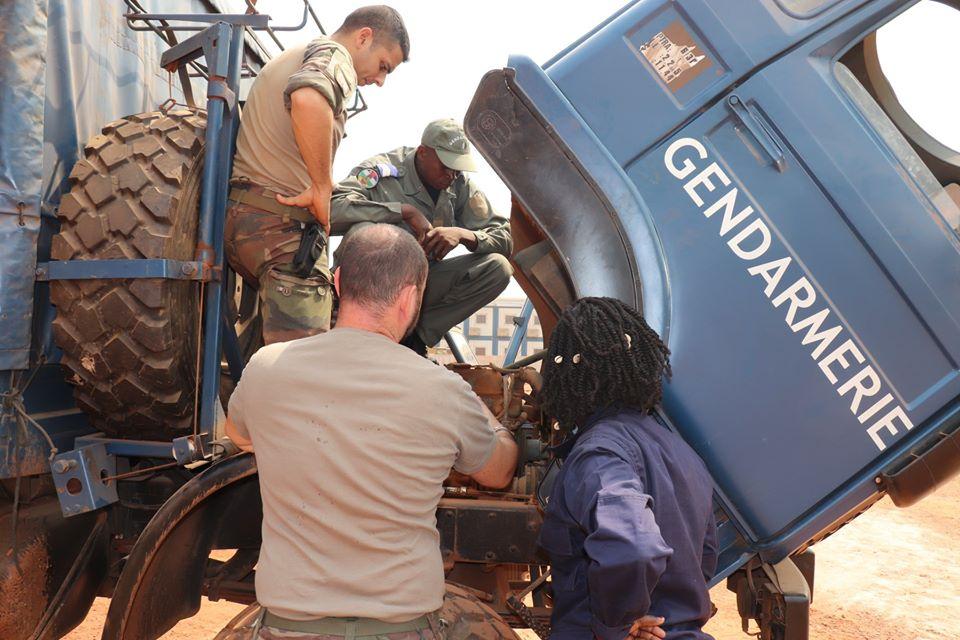 Armées de la République centrafricaine  - Page 10 _12f2195