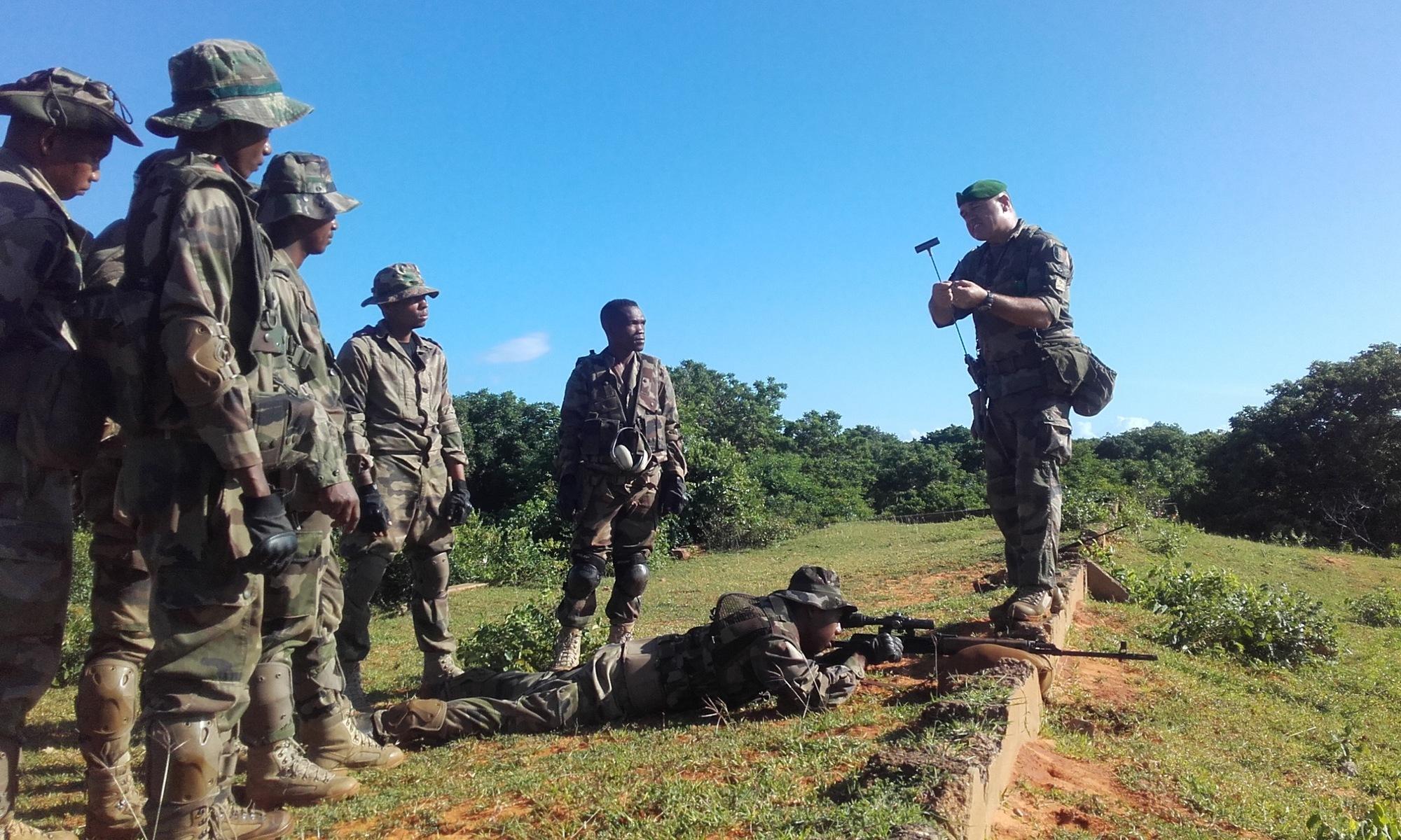 L'armée de Madagascar. - Page 3 _12f2279