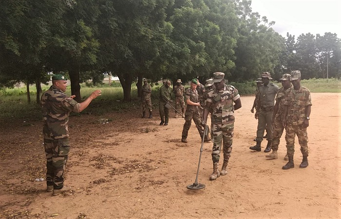 Forces Armées Togolaises / Togolese Armed Forces - Page 2 _12f246