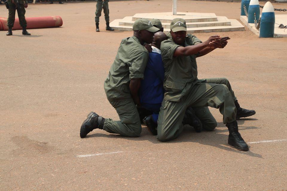 Armées de la République centrafricaine  - Page 10 _12f3254