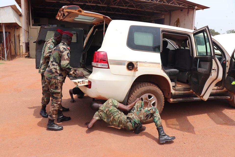Armées de la République centrafricaine  - Page 10 _12f3360